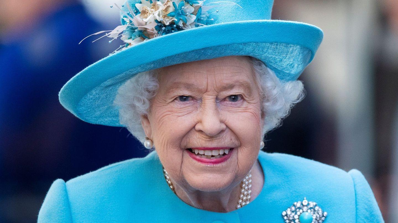 Isabel II fiel a su labial rosa. (EFE)
