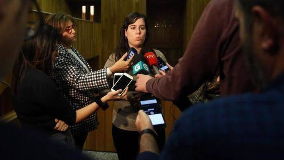 Foto: Paula Quinteiro atiende a los medios de comunicación. (EFE)