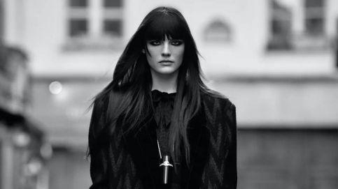 Petos, chándales y botas de pelo: la nueva cara de Chanel en la Semana de la Moda