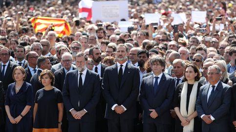 El rechazo a los atentados en Cataluña reúne al Rey, Puigdemont y Rajoy