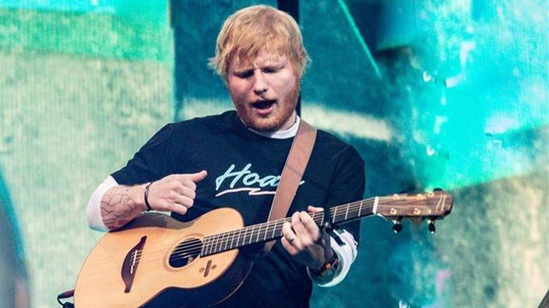Ed Sheeran ondea la bandera de España y vuelve loco al Wanda Metropolitano