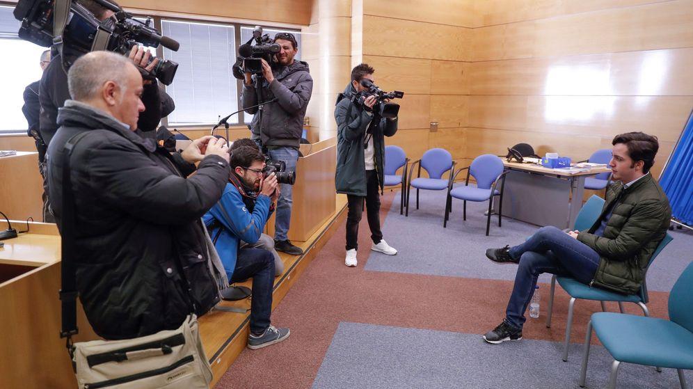 Foto: Francisco Nicolás Gómez Iglesias el pasado enero antes del juicio al que se enfrentaba por calumnias al CNI y del que ha salido absuelto. (EFE)
