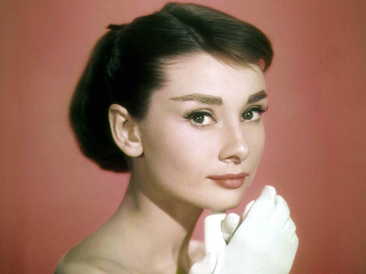 Foto: Audrey Hepburn, en una imagen promocional de 'Sabrina'. (Cordon Press)