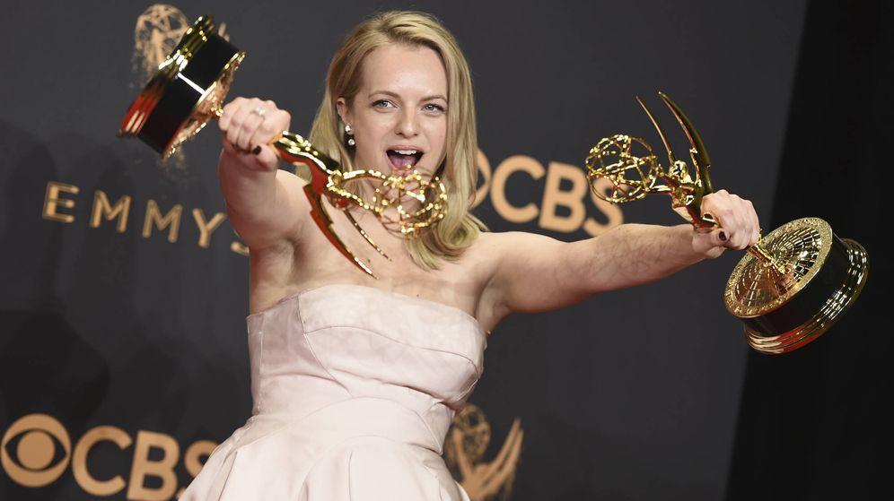 Foto: La actriz Elisabeth Moss en una imagen de los Premios Emmy 2017. (Gtres)