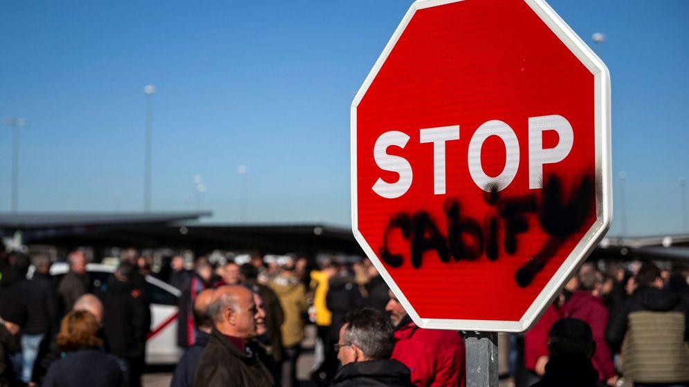Foto: Los taxistas de Madrid votaron ayer en un referéndum si continuaban con la huelga indefinida. (EFE)
