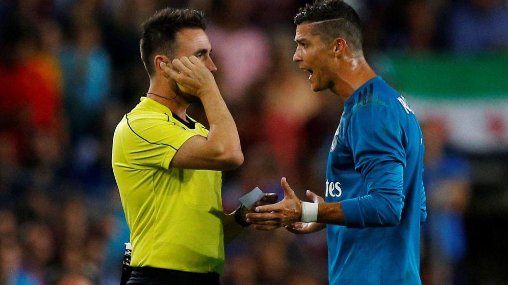 Foto: Cristiano Ronaldo vio la primera amarillo por quitarse la camiseta en la celebración del segundo gol del Madrid. (Reuters)