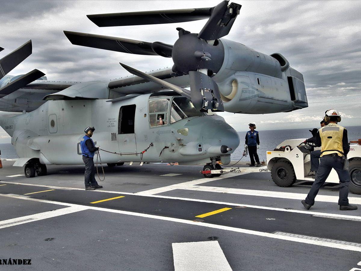 Foto: A bordo del LHD Juan Carlos I. El plegado de rotores y ala es automático y un prodigio de ingeniería (Juanjo Fernández)