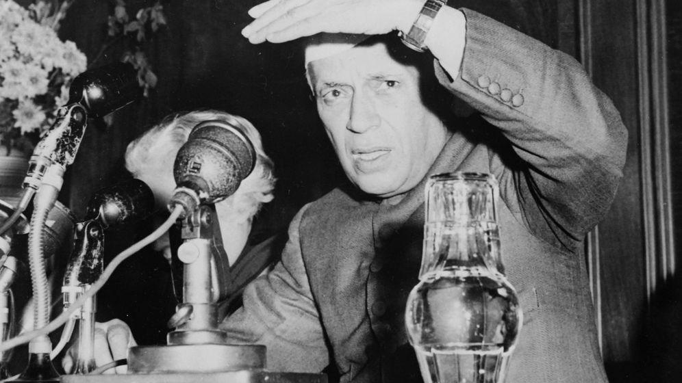 Foto: Nehru, durante una rueda de prensa en la India, 1960. (Cordon Press)