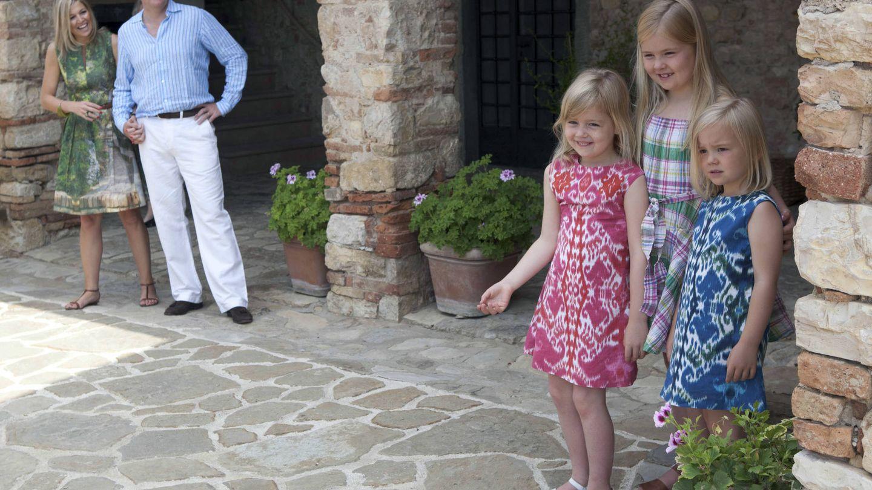 La familia real de Holanda, durante un posado veraniego en 2011 en su casa de Barberino Tavarnelle Val di Pesa, Italia. (Getty)