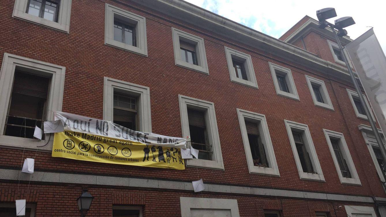 Okupas de 'La Ingobernable' boicotean al PP y exigen a Carmena recuperar el edificio