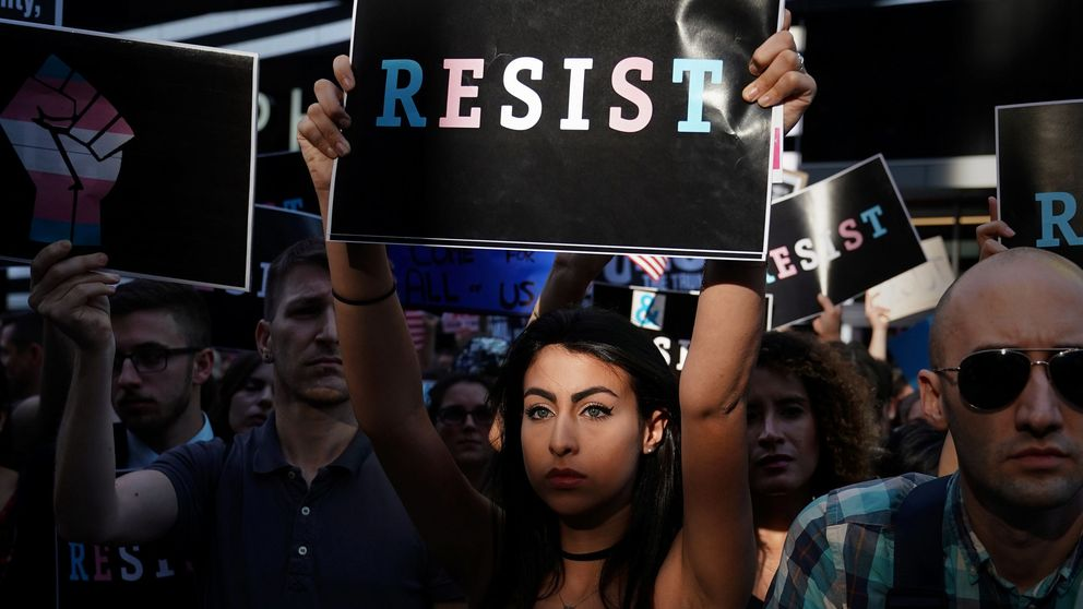 Trump prohíbe a los transgénero servir en el Ejército y desata protestas en Washington y Nueva York