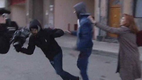 Brutal agresión a un cámara de Telecinco a las puertas del juzgado