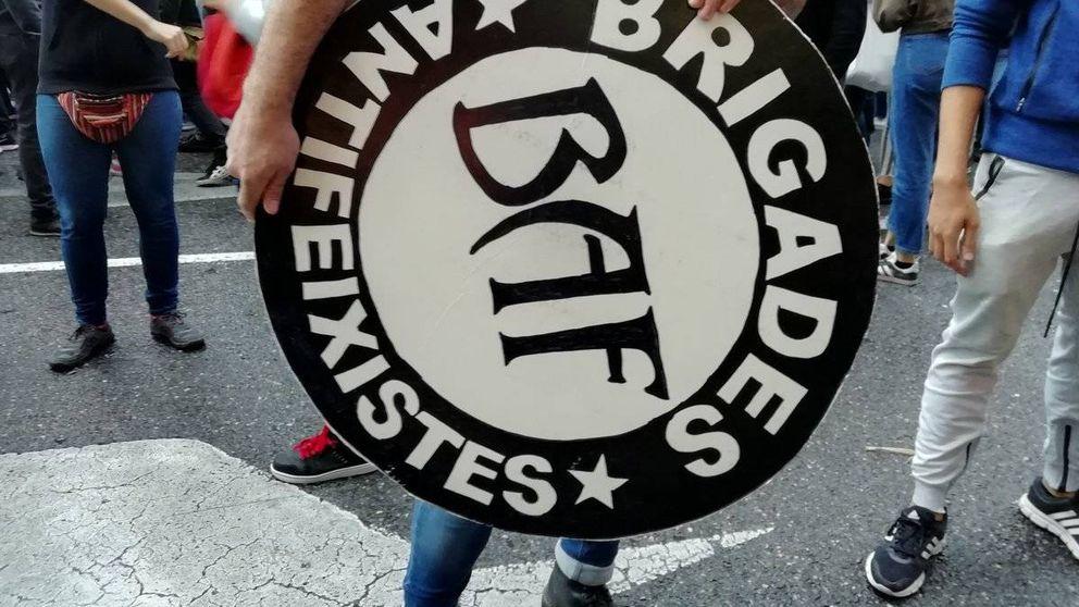 La Policía carga contra ultraderechistas en la 'mani' del 9 d'Octubre en Valencia