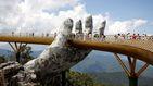 Un puente 'sostenido' por manos gigantes, nueva atracción turística de Vietnam