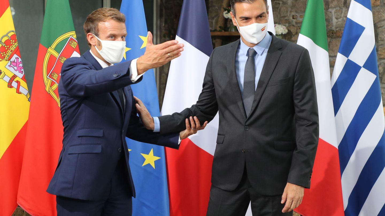 Macron junto al presidente del Gobierno español, Pedro Sánchez. (Reuters)