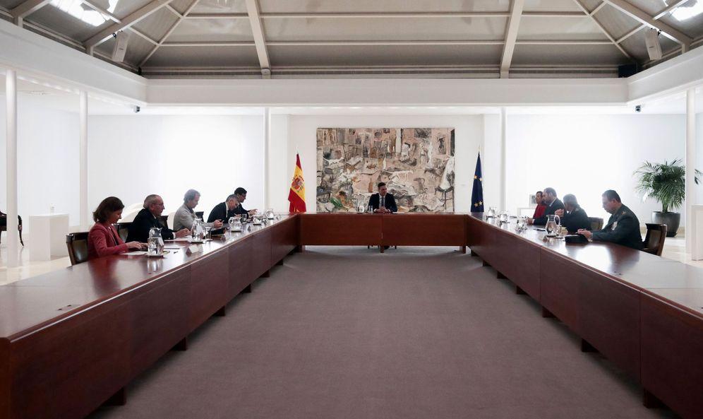 Foto: Pedro Sánchez preside la reunión del comité técnico de gestión del coronavirus, este 16 de marzo en la Moncloa. (EFE)