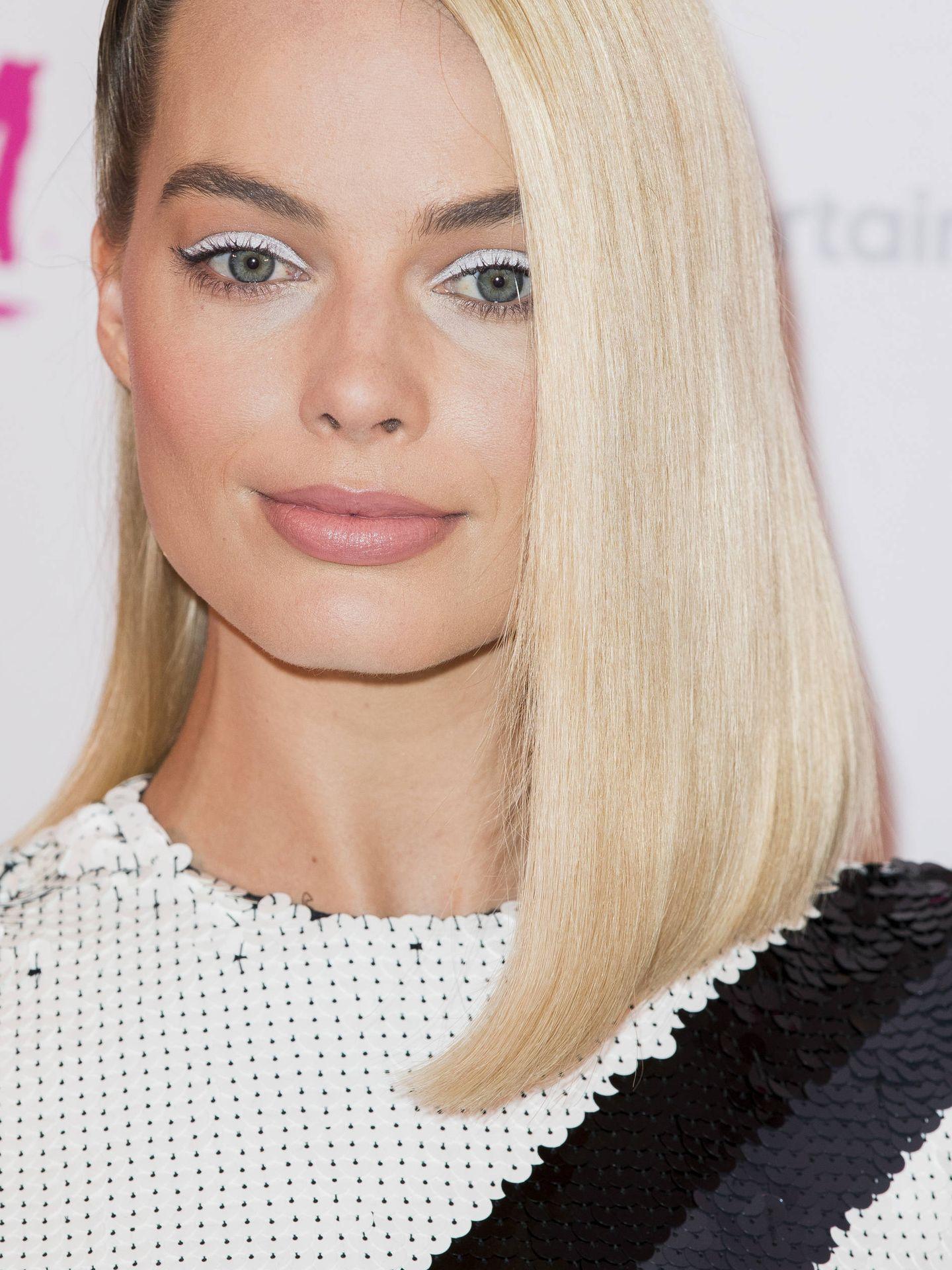 El delineado blanco de Margot Robbie en la presentación de 'Yo Tonya'. (Getty)