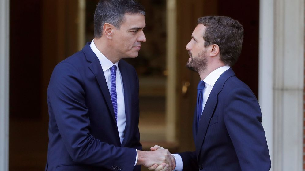 Foto: Pedro Sánchez, junto a Pablo Casado. (EFE)