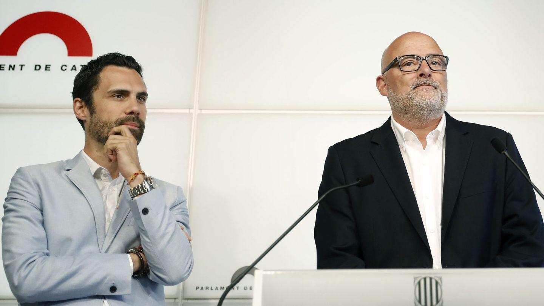 Lluís Corominas (d) y Roger Torrent, de Junts pel Sí. (EFE)