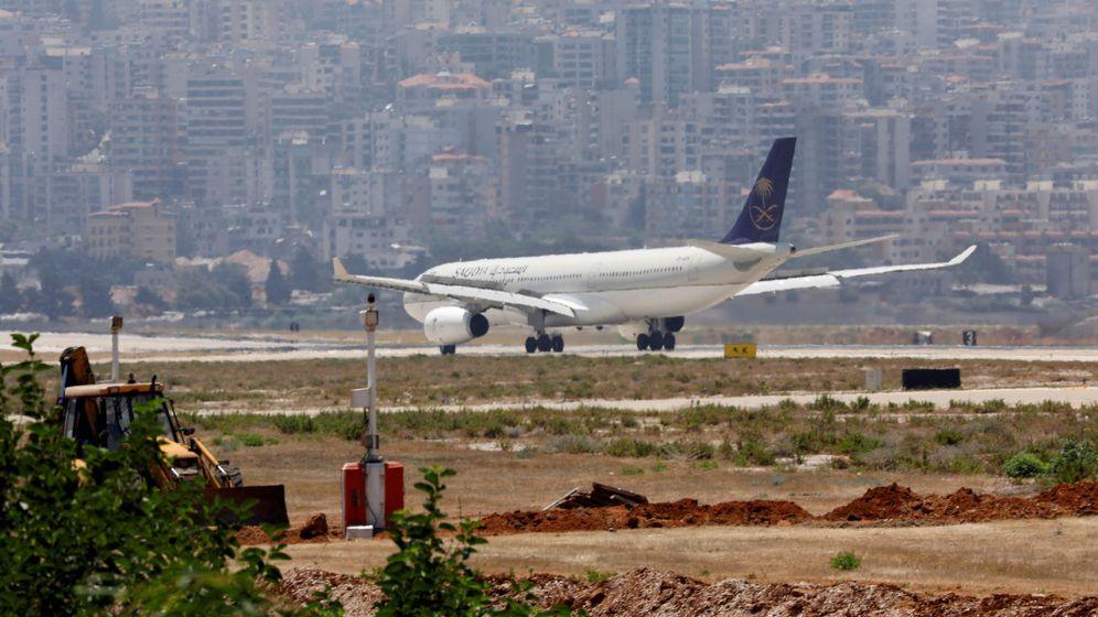 Foto: Un avión de Saudia AV en el aeropuerto de Rafik al Hariri en Beirut (Reuters)