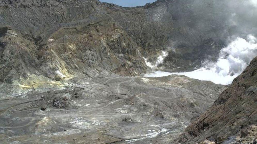 Foto: Erupción del volcán en la isla de Whakaari, Nueva Zelanda. (Reuters)
