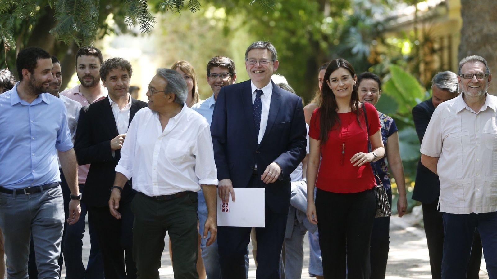 Foto: Ximo Puig, en el centro con Mario Sánchez, Manuel Mata, Carmen Montón o Jesús Ros. (EFE)
