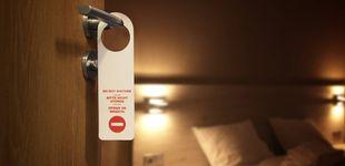 """Post de La razón por la que están quitando los carteles de """"no molestar"""" de los hoteles"""