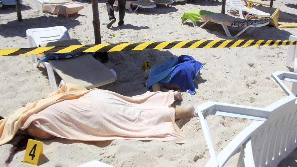 Foto: Dos de las víctimas del ataque terrorista en Susa, Túnez. (EFE)