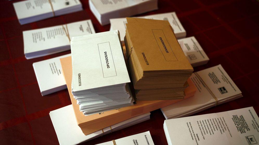 Foto: Papeletas y sobres en una mesa electoral. (Reuters)