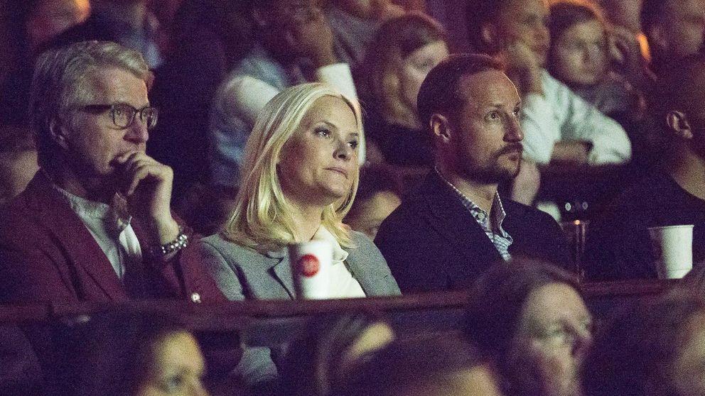 Las lágrimas de Mette-Marit y Haakon de Noruega en un acto oficial