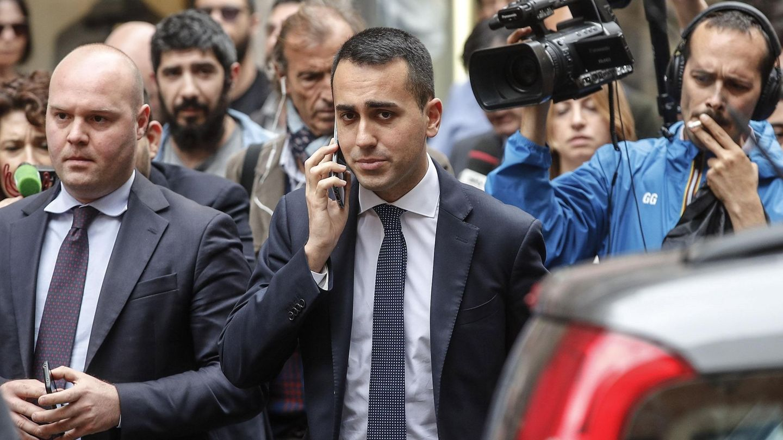 El líder del Movimiento 5 Estrellas (M5S), Luigi Di Magio, abandona la Cámara Baja del Parlamento en Roma. (EFE)