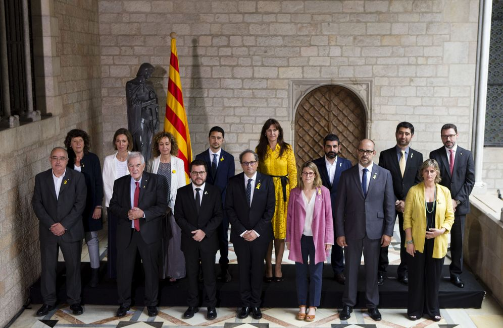 Foto: Foto de familia del nuevo Govern catalán, presidido por Quim Torra, tras la toma de posesión, este 2 de junio en Barcelona. (EFE)