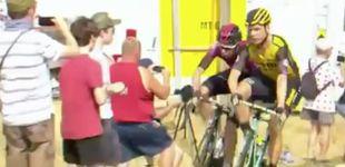 Post de El Tour de Francia expulsa a dos corredores tras un feo encontronazo en plena etapa
