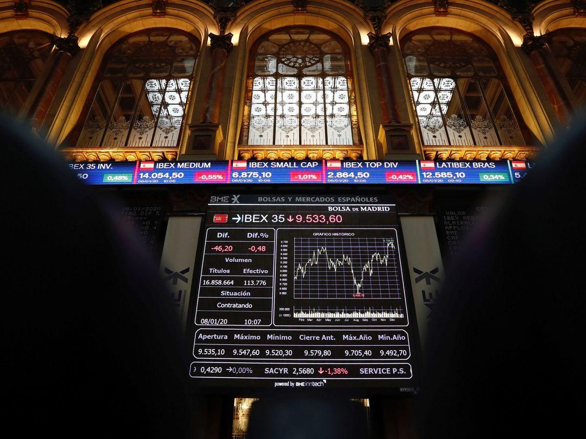 Foto: Paneles de evolución del Ibex 35 en la Bolsa de Madrid. (EFE)