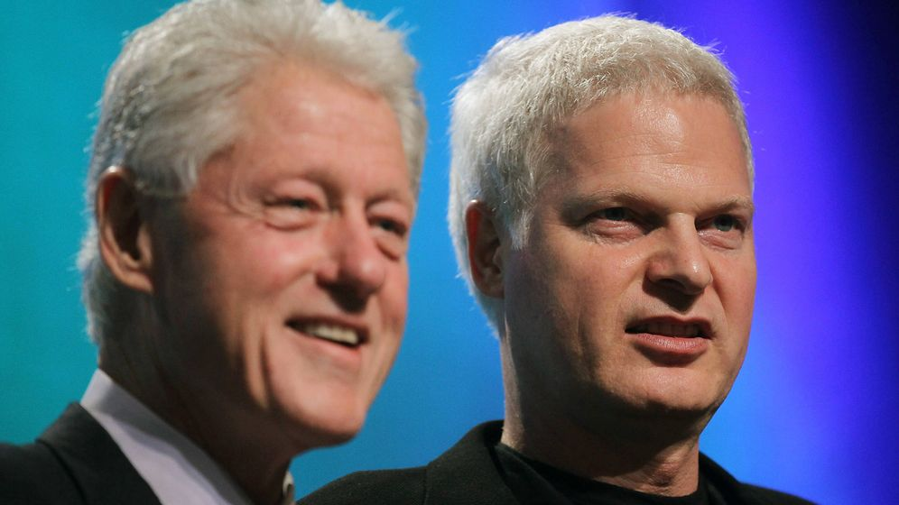 Foto:  Bill Clinton, junto a Steve Bing. (Getty)