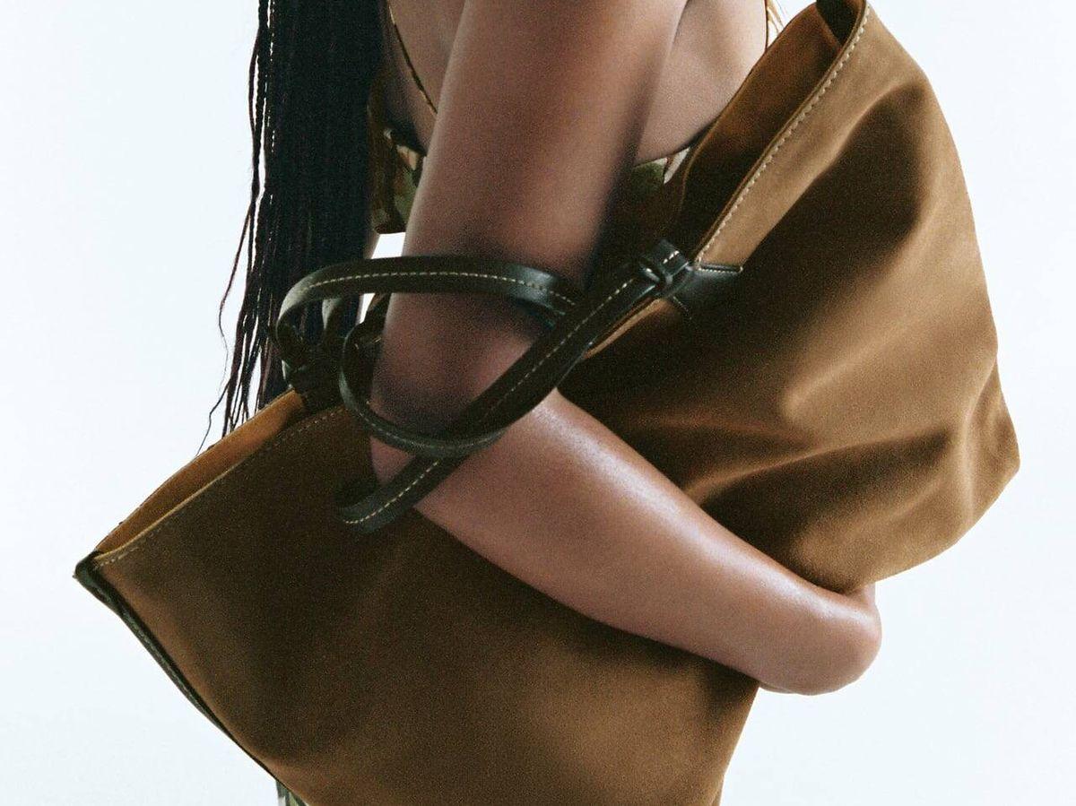 Foto: Bolso de piel reversible de Zara. (Cortesía)