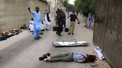 Hombres armados con granadas y pistolas asaltan el edificio de la Bolsa de Pakistán