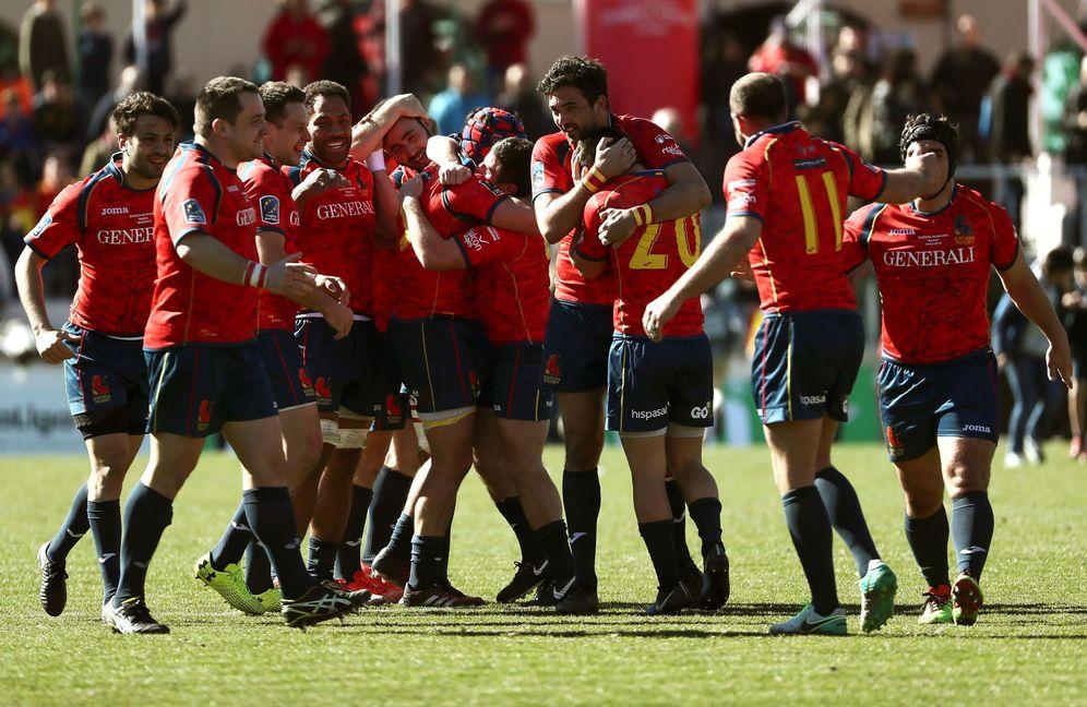 Foto: Los jugadores de la Selección española celebran el histórico triunfo firmado ante Rumanía. (EFE)