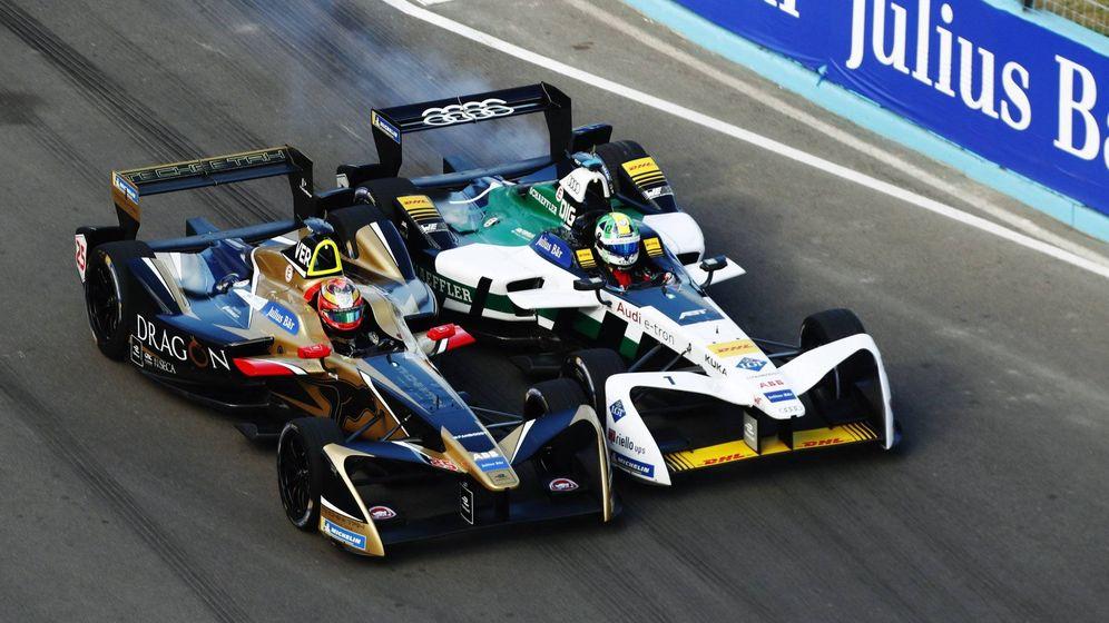 Foto: Vergne y Di Grassi luchando en el Gran Premio de Punta del Este, Uruguay. (Foto: @FIAFormulaE)
