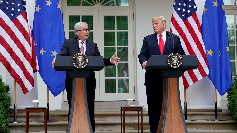 Foto: Jean-Claude Juncker (izquierda) y Donald Trump (derecha). (Reuters)
