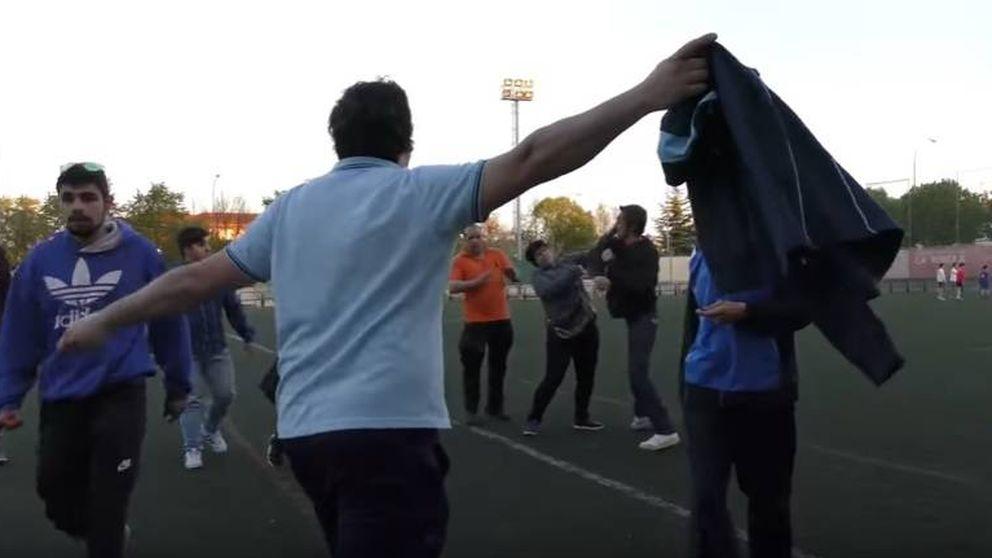 Nueva pelea en el fútbol: un padre y una madre a puñetazos en un partido juvenil