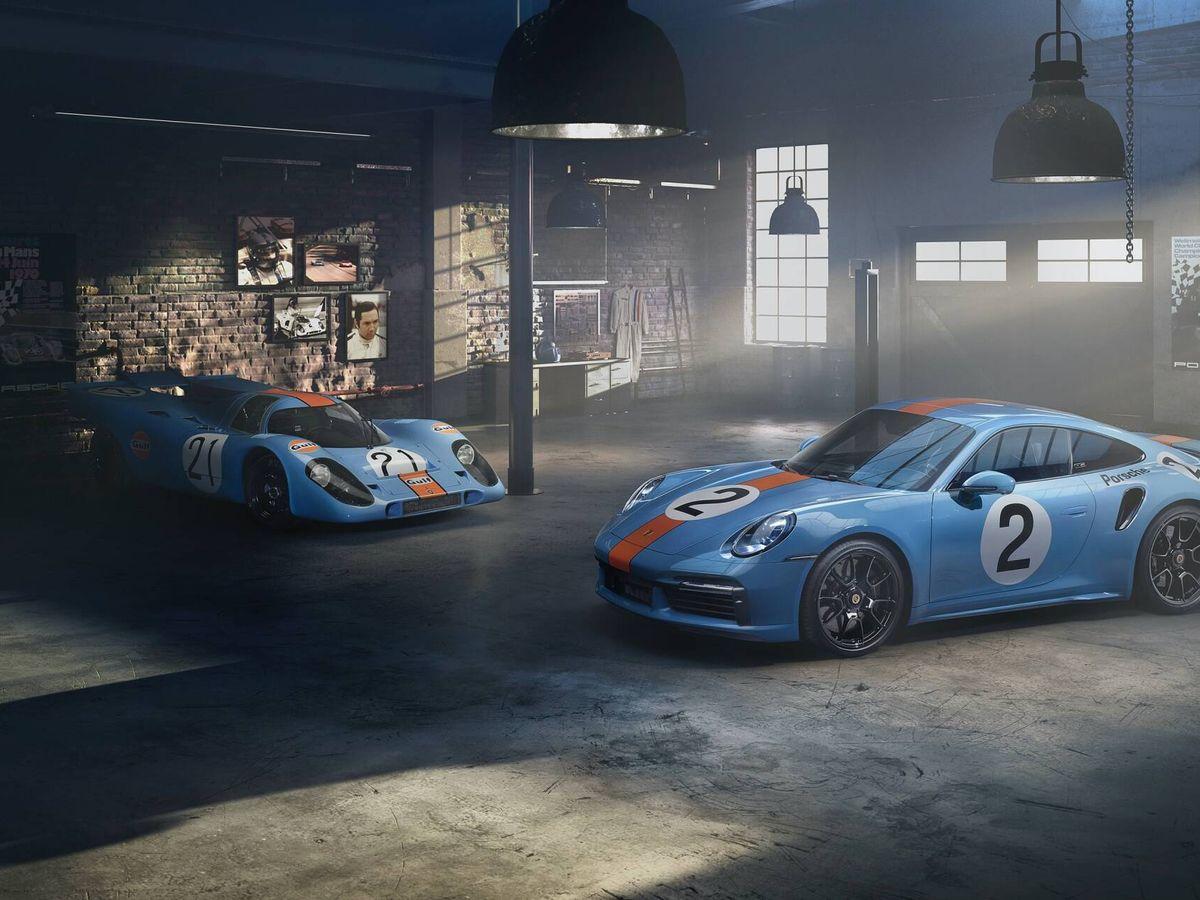 Foto: El 911 creado por Porsche en homenaje a Pedro Rodríguez, junto al 917 que pilotó en 1970 y 1971.