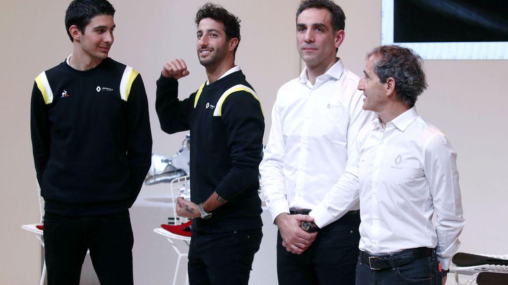 Foto: Ocon, Ricciardo, Abiteboul y Prost, en la presentación de Renault este 2020. (Reuters)