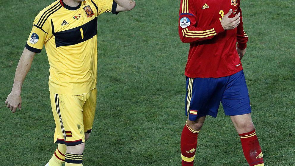 Casillas le desea a Piqué ver la final de Champions con patatitas y refrescos
