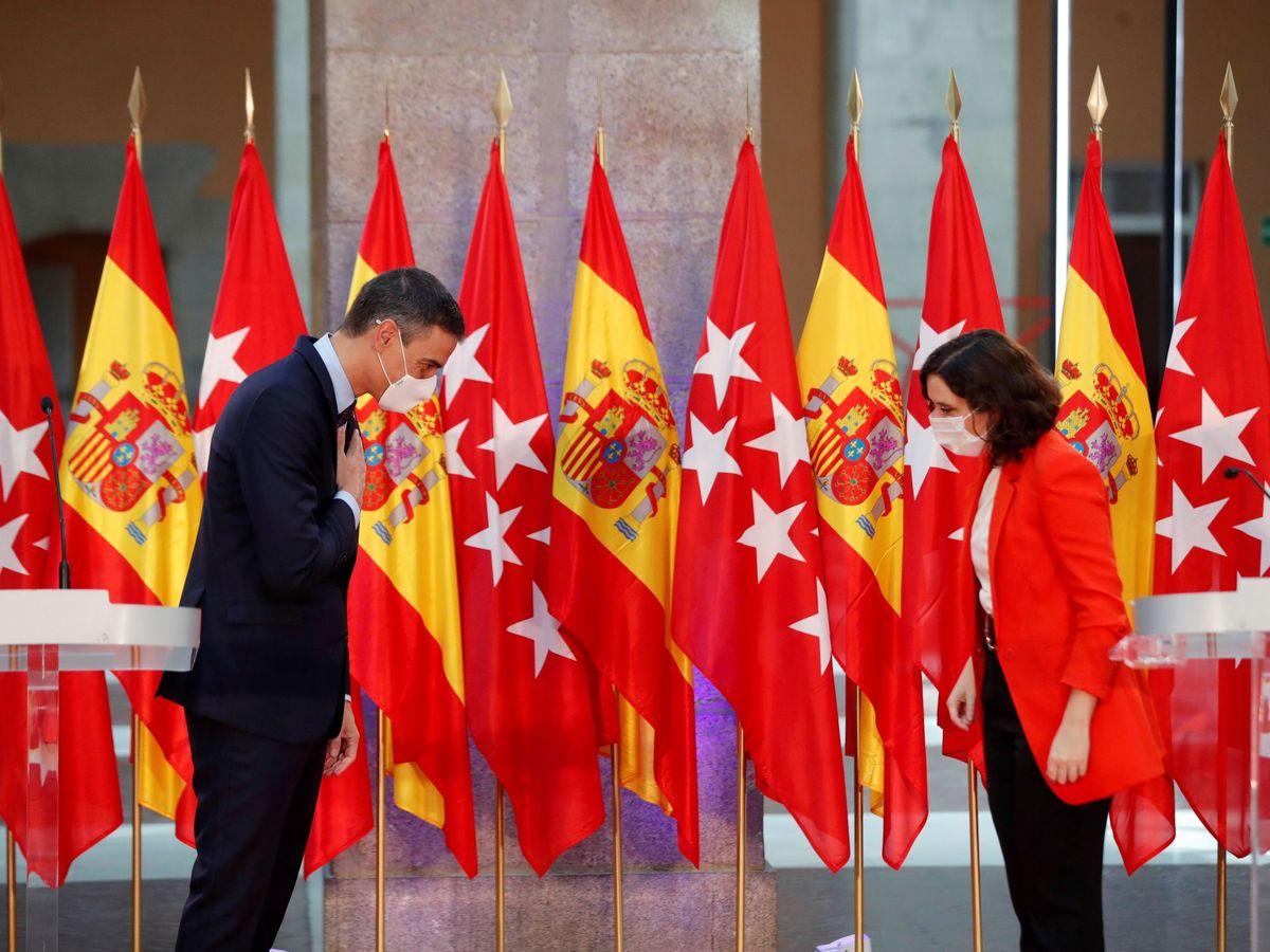 Foto: La presidenta de la Comunidad de Madrid, Isabel Díaz Ayuso, y el presidente del Gobierno, Pedro Sánchez. (EFE)