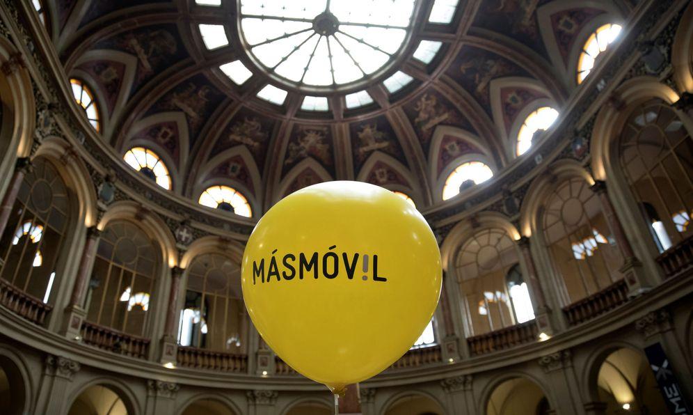 Foto: Un globo de MásMóvil durante su salida a bolsa (Reuters)