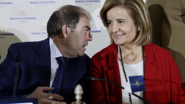 Foto: El presidente de la patronal de autónomos (ATA), Lorenzo Amor, junto a la ministra de Empleo, Fátima Báñez. (Efe)