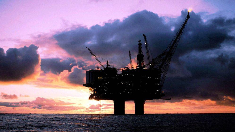Foto: Fotografía de archivo de una plataforma petrolífera. (EFE)