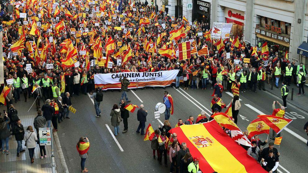 Rojigualdas y cánticos contra el Govern: las imágenes del Día de la Constitución en Barcelona