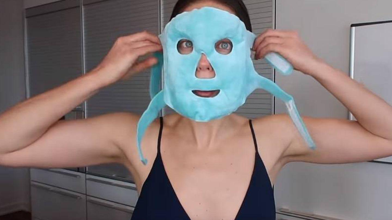 Emily DiDonato en su canal de Youtube con una máscara de hielo. (Youtube)